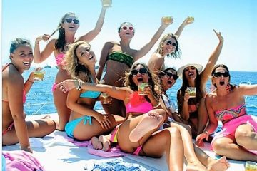 Group of girls on the bow of ourSunseeker 50 Camargue yacht
